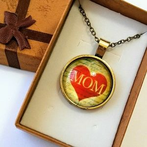 Jewelry - Goldtone Mom in Heart Necklace